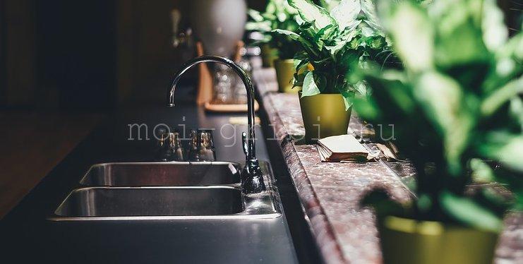 промыть под струей воды